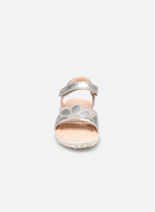 Sandales et nu-pieds Geox J Sandal Haiti Girl J928ZA Argent vue portées chaussures