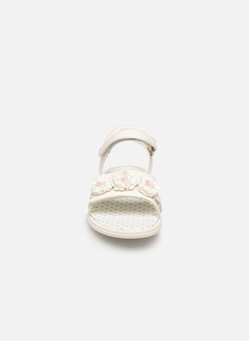 Sandales et nu-pieds Geox J Sandal Karly Girl J9235D0 Blanc vue portées chaussures