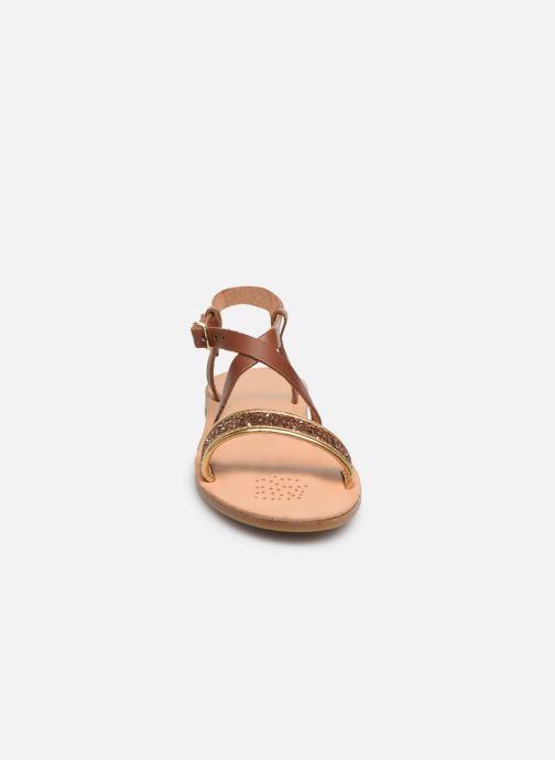 Sandales et nu-pieds Geox J Sandal Violette Gi J929GD Marron vue portées chaussures