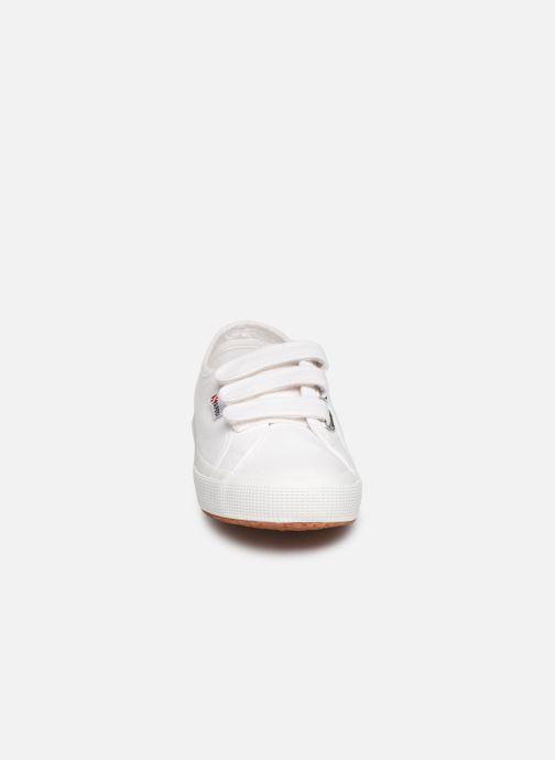 Baskets Superga 2750 Cot 3 Strapu C Blanc vue portées chaussures