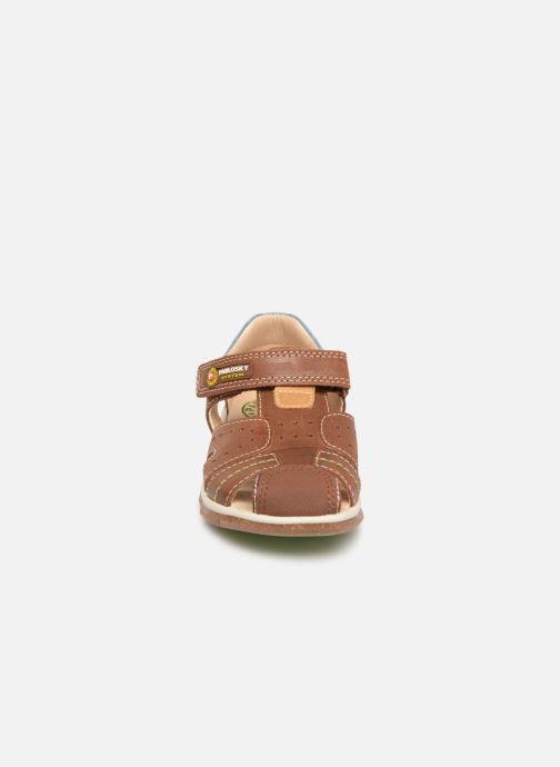 Sandales et nu-pieds Pablosky Alvaro Marron vue portées chaussures