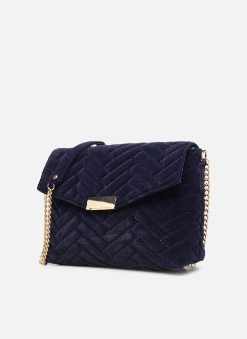 Bolsos de mano Monoprix Femme POCHETTE VELOURS MATELASSEE ZIGZAG Azul vista del modelo