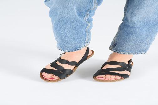 Sandales et nu-pieds El Naturalista Torcal N5223 Noir vue bas / vue portée sac