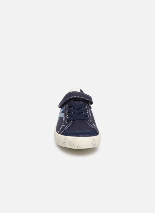 Sneakers Kickers Gody Azzurro modello indossato