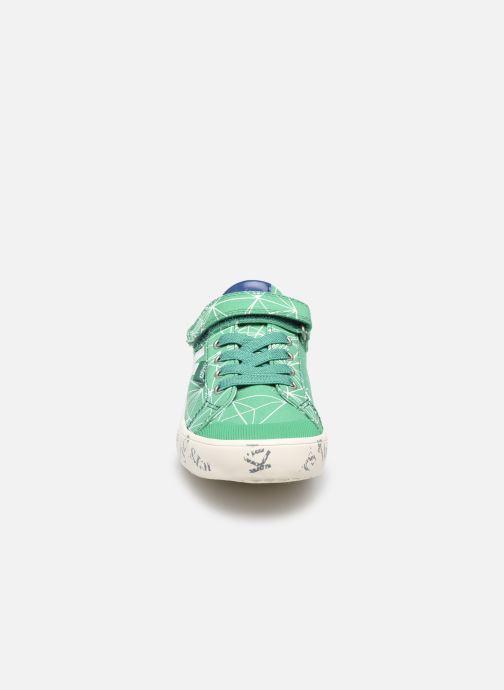 Sneakers Kickers Gody Verde modello indossato