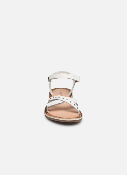 Sandales et nu-pieds Kickers Didonc Blanc vue portées chaussures