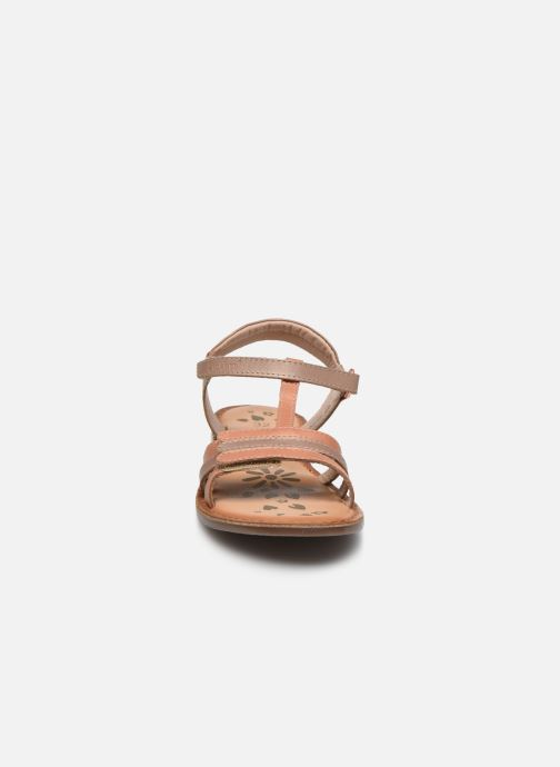 Sandali e scarpe aperte Kickers Diamanto Rosa modello indossato