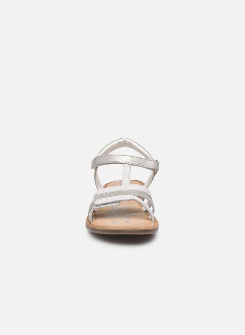 Sandales et nu-pieds Kickers Diamanto Blanc vue portées chaussures