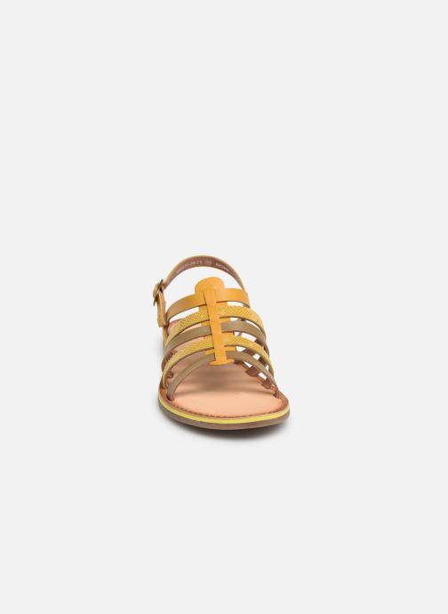 Sandales et nu-pieds Kickers Dixon Jaune vue portées chaussures