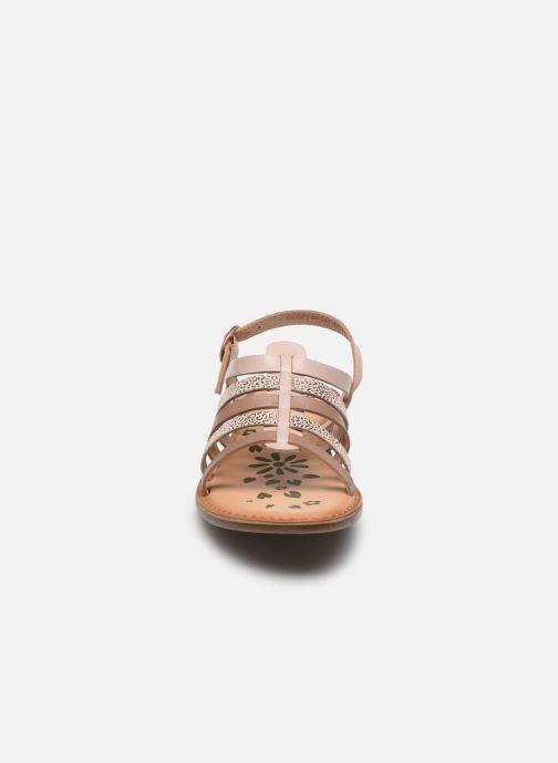 Sandali e scarpe aperte Kickers Dixon Rosa modello indossato