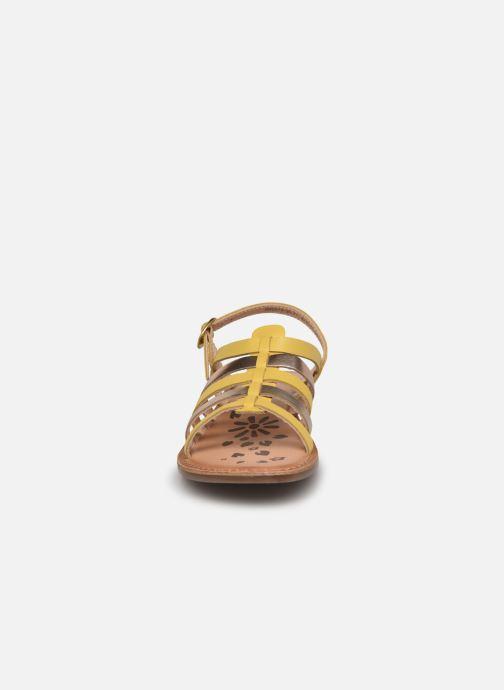 Sandalen Kickers Dixon gelb schuhe getragen