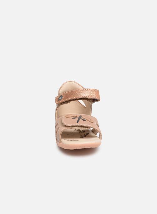 Sandali e scarpe aperte Kickers Beshine Argento modello indossato