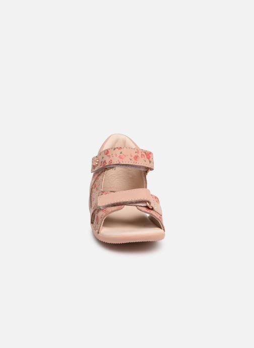 Sandalen Kickers Binsia rosa schuhe getragen