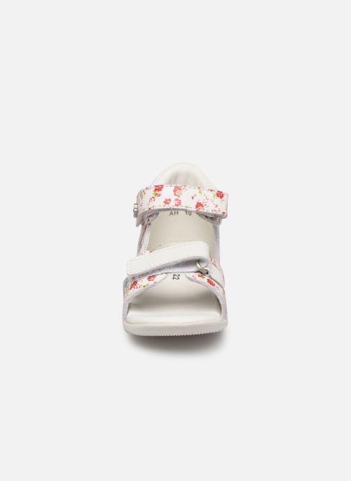 Sandales et nu-pieds Kickers Binsia Blanc vue portées chaussures