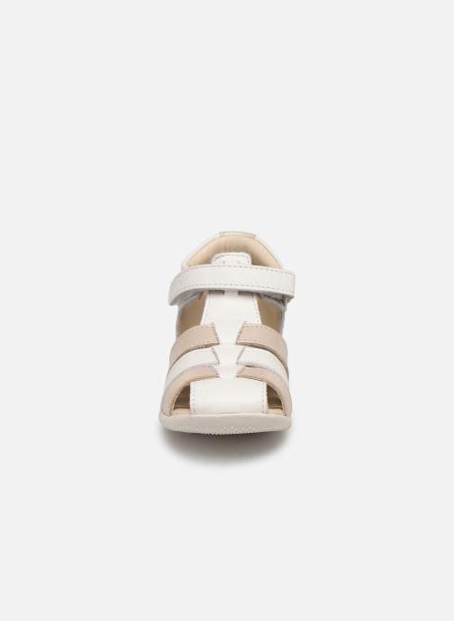 Sandales et nu-pieds Kickers Bigflo Blanc vue portées chaussures
