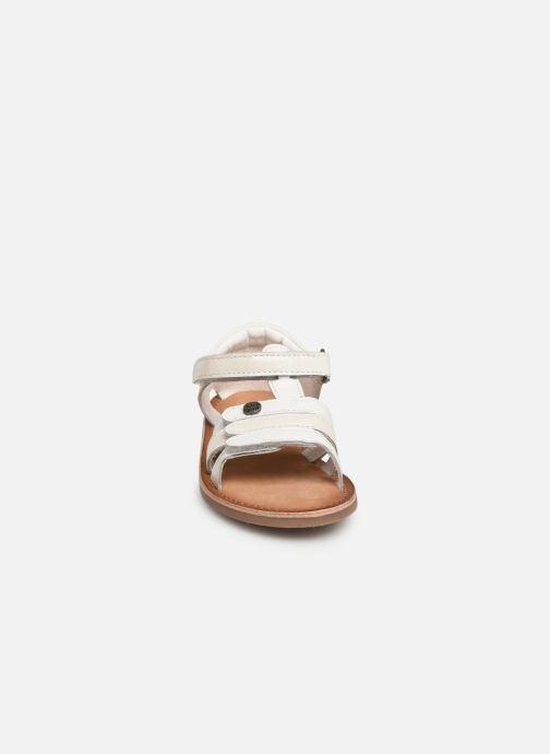 Sandales et nu-pieds Kickers Diams Blanc vue portées chaussures