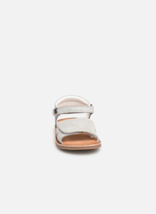 Sandali e scarpe aperte Kickers Divimoi Argento modello indossato