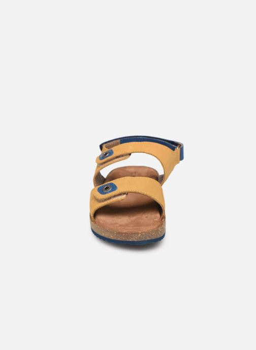 Sandales et nu-pieds Kickers First Jaune vue portées chaussures