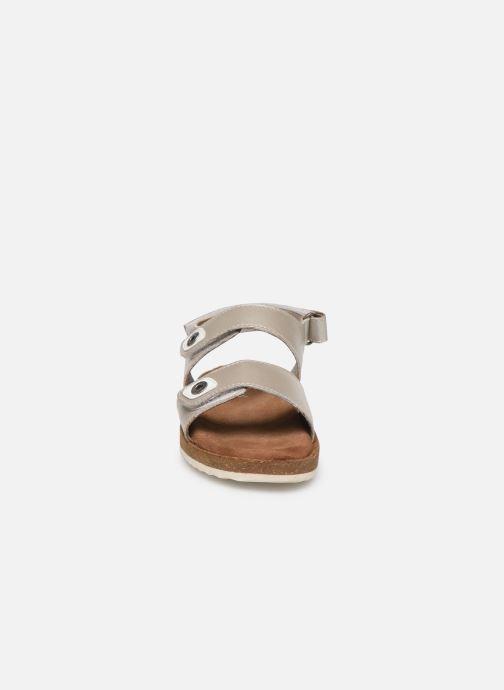 Sandales et nu-pieds Kickers First Argent vue portées chaussures