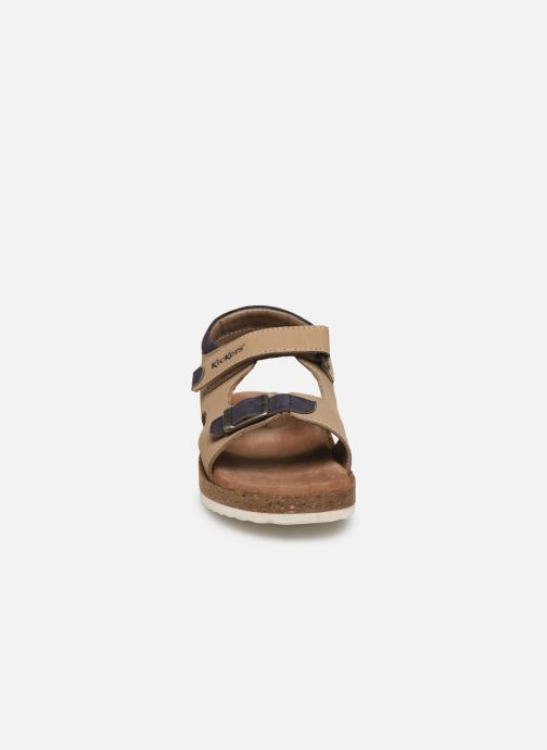 Sandali e scarpe aperte Kickers Funkyo Grigio modello indossato