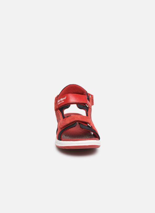 Sandalias Kickers Plane Rojo vista del modelo