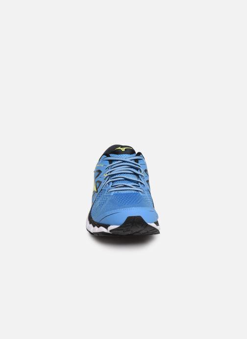 Chaussures de sport Mizuno Wave Sky 2 Bleu vue portées chaussures