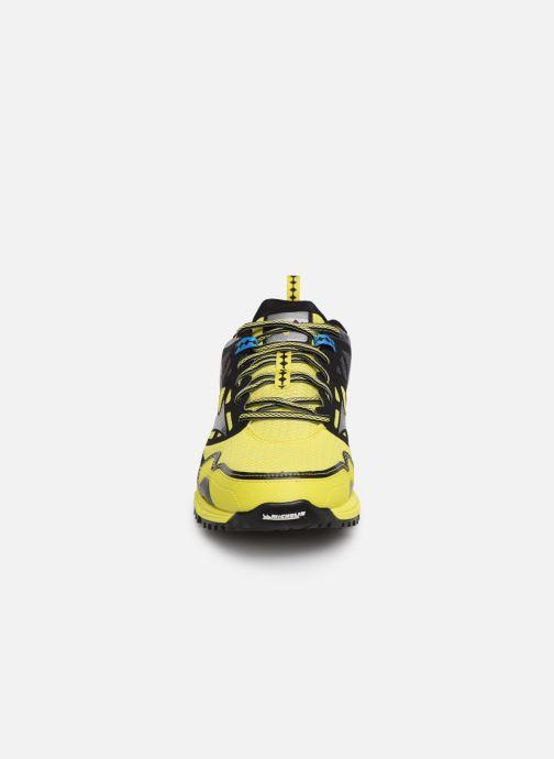 Chaussures de sport Mizuno Wave Daichi 4 Jaune vue portées chaussures