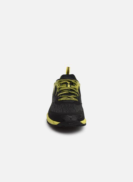 Chaussures de sport Mizuno Wave Ibuki Noir vue portées chaussures