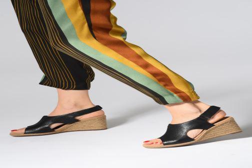 Sandales et nu-pieds Clarks LAFLEY ROSEN Noir vue bas / vue portée sac