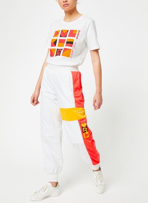 Vêtements Reebok Gigi Tshirt Blanc vue bas / vue portée sac