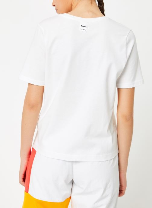Vêtements Reebok Gigi Tshirt Blanc vue portées chaussures