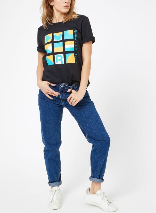 Vêtements Reebok Gigi Tshirt Noir vue bas / vue portée sac