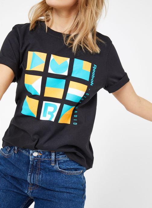 Vêtements Reebok Gigi Tshirt Noir vue détail/paire