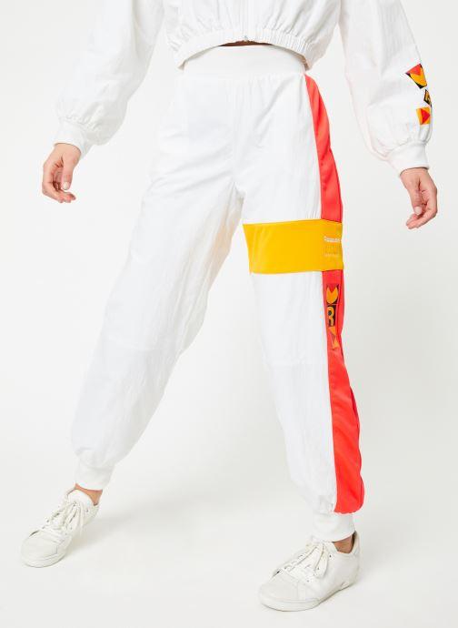 Vêtements Reebok Gigi Track Pants Blanc vue détail/paire