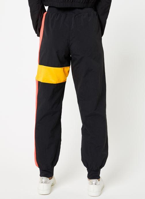 Vêtements Reebok Gigi Track Pants Noir vue portées chaussures
