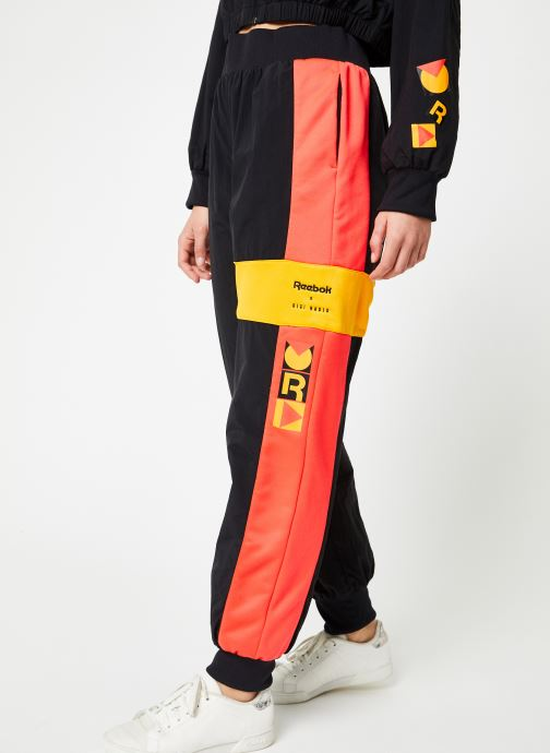 Vêtements Reebok Gigi Track Pants Noir vue détail/paire