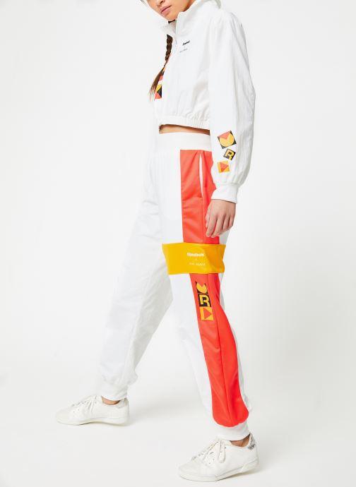 Vêtements Reebok Gigi Trackjacket Blanc vue bas / vue portée sac