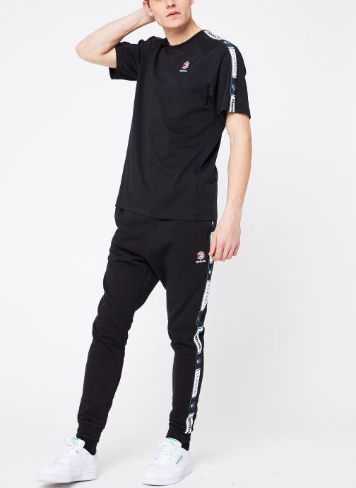 Vêtements Reebok CL Taped Pee Noir vue bas / vue portée sac