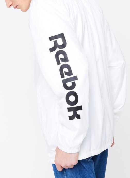 Vêtements Reebok CL GP Windbreaker Blanc vue portées chaussures