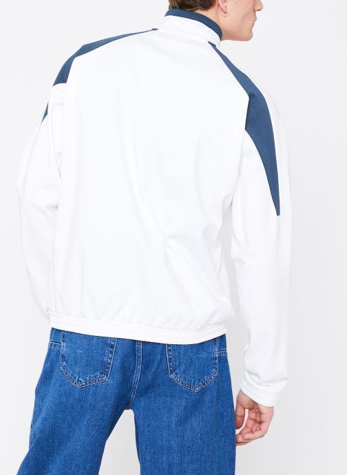 Vêtements Reebok CL A Trackjacket Blanc vue portées chaussures
