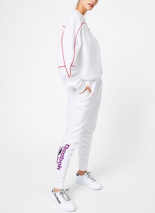 Vêtements Reebok CL V P Jogger Blanc vue bas / vue portée sac