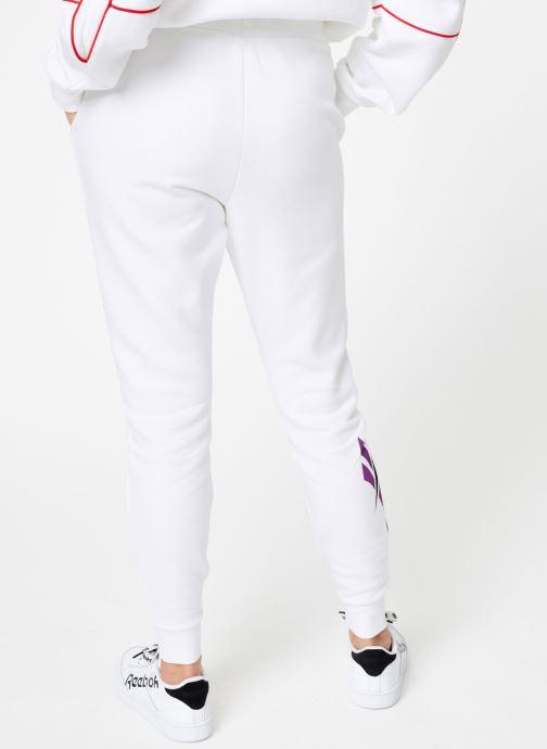 Vêtements Reebok CL V P Jogger Blanc vue portées chaussures