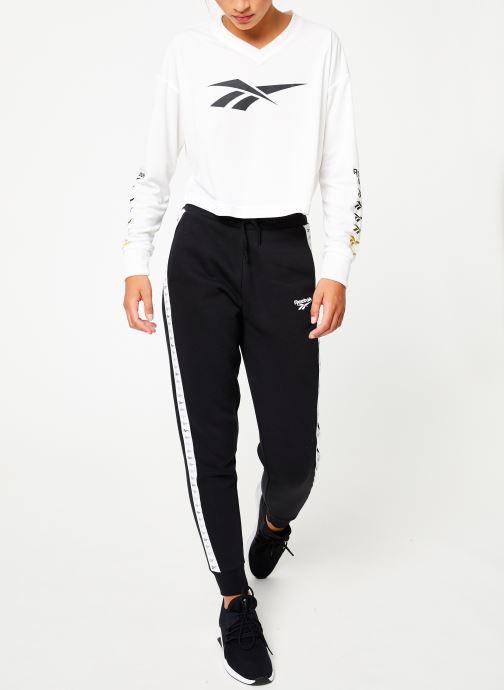 Vêtements Reebok CL V P Jogger Noir vue bas / vue portée sac