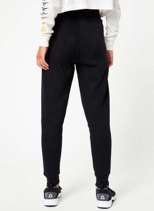 Vêtements Reebok CL V P Jogger Noir vue portées chaussures