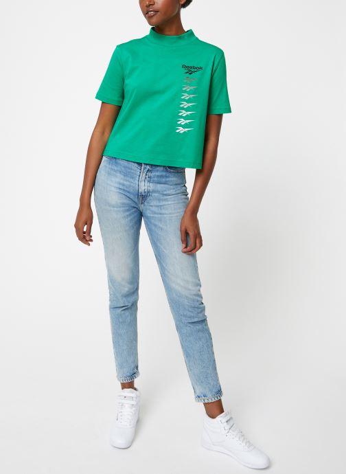 Vêtements Reebok CL V P Cropeed Tee Vert vue bas / vue portée sac