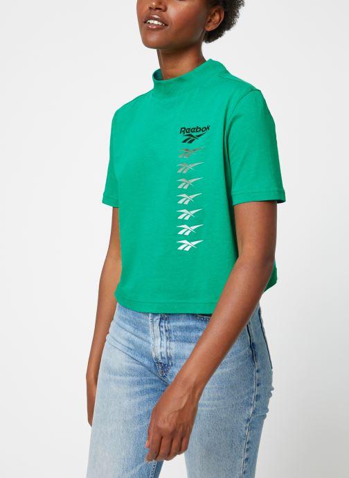 Vêtements Reebok CL V P Cropeed Tee Vert vue droite