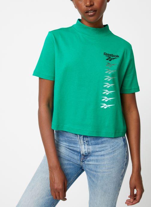 Vêtements Reebok CL V P Cropeed Tee Vert vue détail/paire