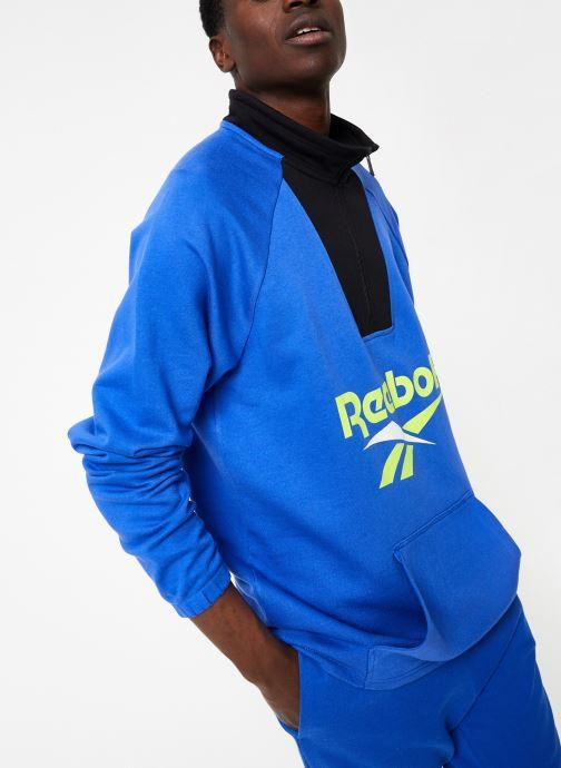 Vêtements Reebok CL V 1/4 Zip Bleu vue détail/paire