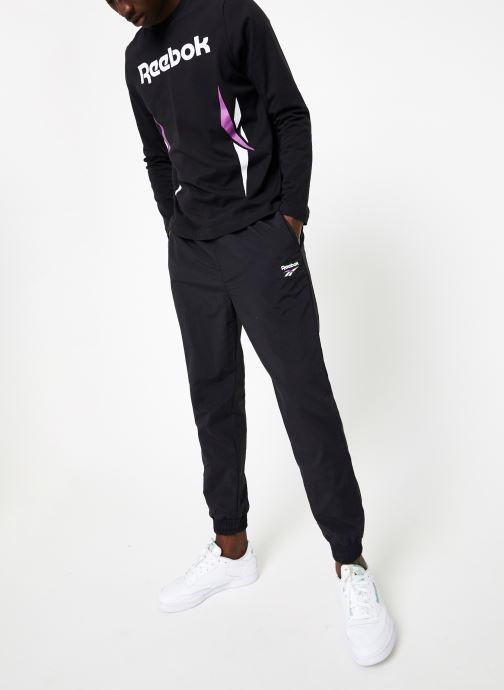 Vêtements Reebok CL V LS Tee Noir vue bas / vue portée sac