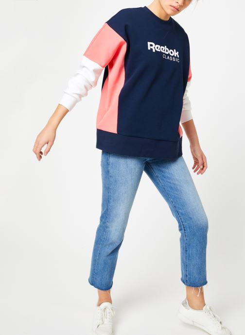 Vêtements Reebok CL A Crew Bleu vue bas / vue portée sac